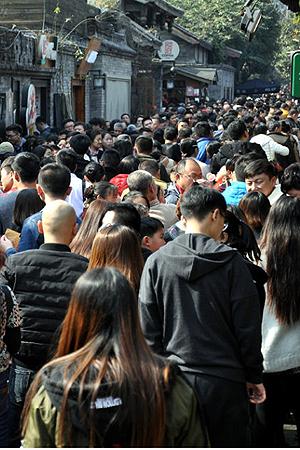 春节期间宽窄巷子天天爆满