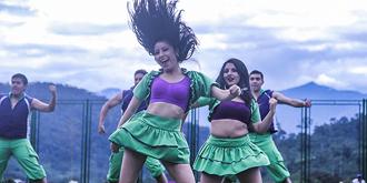 激情热舞的厄瓜多尔女孩