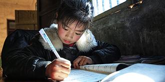 实拍:贫困家庭孩子的新年