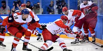 冬奥会冰球比赛激烈现场