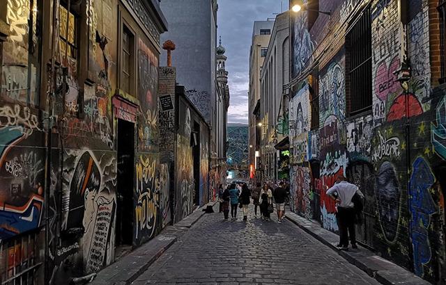 美女最迷恋钟情的涂鸦街