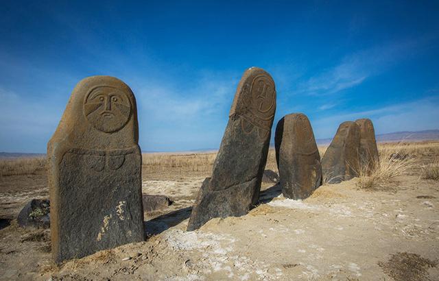 几座石人守护墓地几千年,它们是谁?