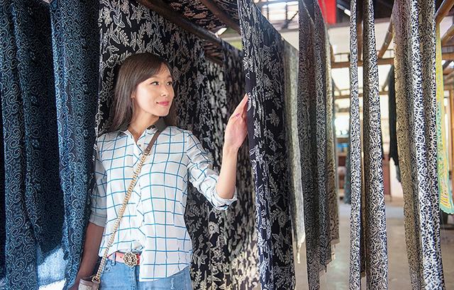 传承千年,印尼人人都爱穿的国服什么样?