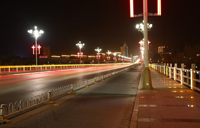喀什司机:城市霓虹让这里就如东方迪拜