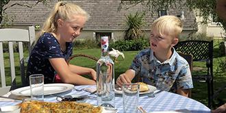 体验英国乡村的露天午餐
