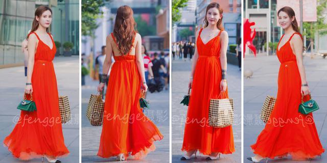 街拍:酷似杨幂的红裙美女