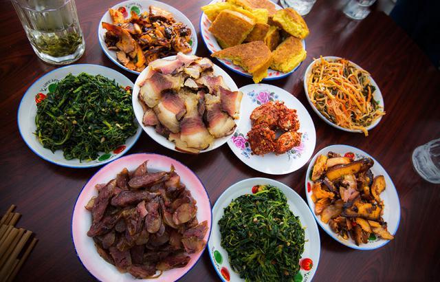 来藏族人家作客,一餐早饭竟如此丰盛