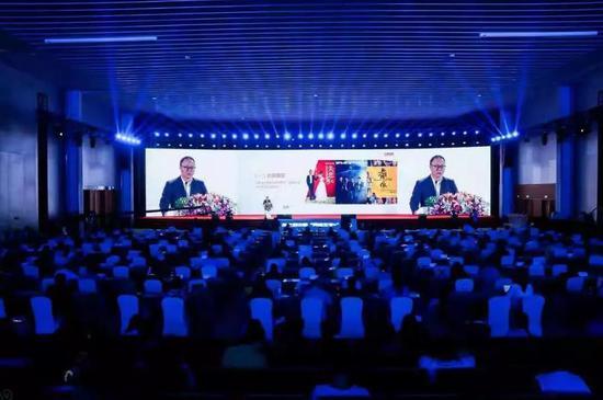 """完美世界CEO萧泓以""""中国故事 世界着迷""""为题作主旨演讲"""