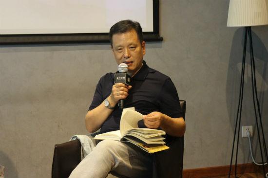 著名批评家、散文家李敬泽