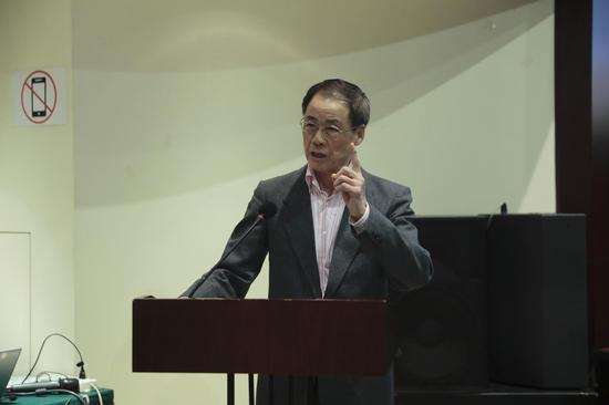 张建华教授重点品鉴了屠格涅夫自传体小说中的爱情主题和女性形象