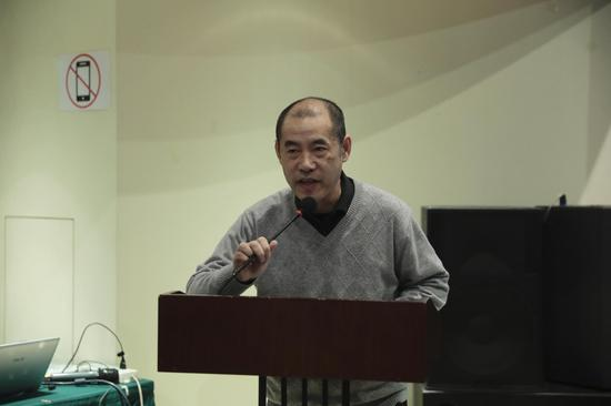 """刘文飞教授以""""俄国文学中的三个三部曲""""为题发表演讲"""