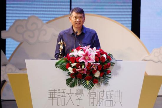 """罗新赢得第17届华语文学传媒盛典""""年度散文家""""的殊荣 摄影:陈辉"""