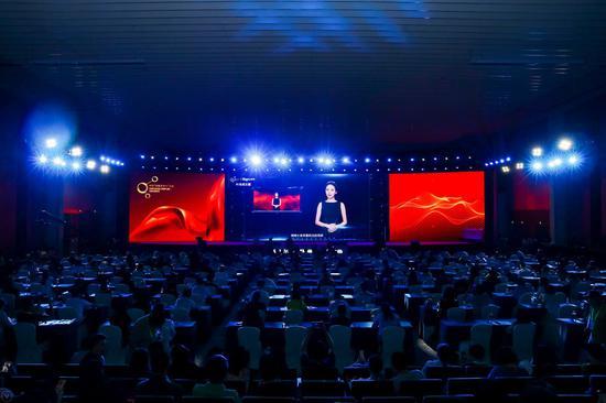 """第三届中国""""网络文学+""""大会开幕式:AI合成主播"""