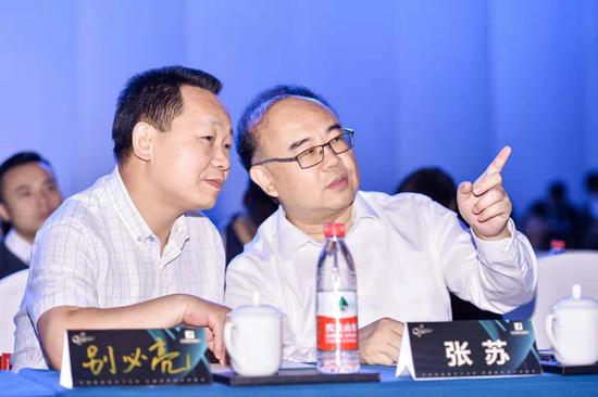 (左)北京市广播电视局副局长 别必亮、(右)北京市广播电视局党组成员/副局长 张苏