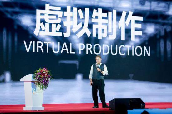 """前美国迪士尼公司中国原创副总裁、北京电影学院动画学院特聘教授凯文·盖格以""""动画的未来:互动、沉浸、智能""""为题作主旨演讲"""