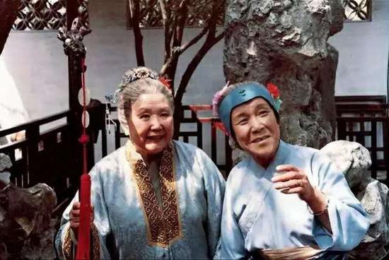 贾母与刘姥姥(电视剧《红楼梦》剧照)