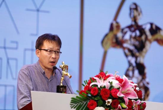 李洱发表获奖感言  摄影:陈辉