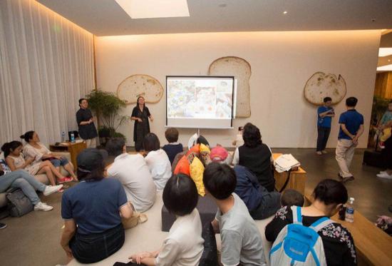 """北京书店之夜MUJI HOTLE """"纹以载道""""民族纹样展现现场"""