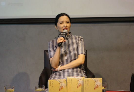 《梅边消息:潘向黎读古诗》收录了她近年来品鉴中国古典诗词的最新力作