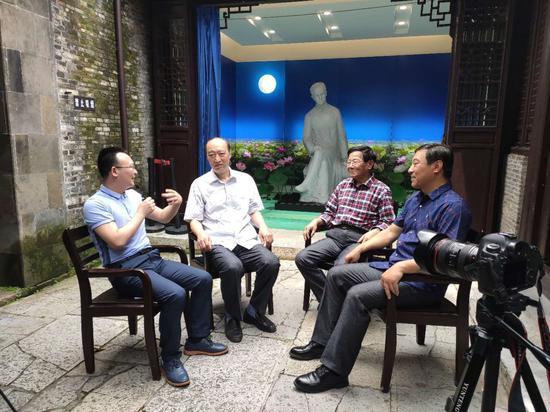 对谈朱自清先生的精神世界(从左至右:黄诚、朱小涛、吴周文、韩丰)