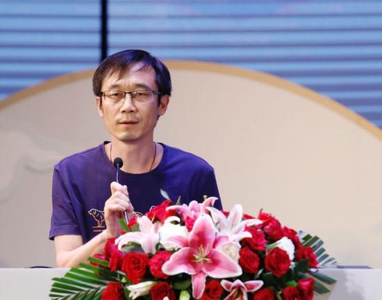"""黄德海荣膺第17届华语文学传媒盛典""""年度文学评论家"""" 摄影:陈辉"""