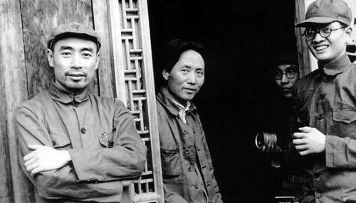 1937年,延安,毛泽东、周恩来、博古。