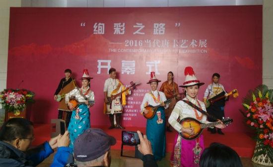 藏族手拉手绘画图片