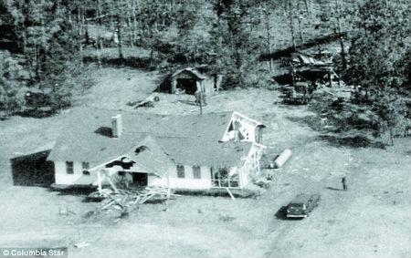 格雷格家被核弹撞击而损毁的房子