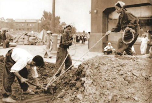 上世纪50年代末重建平壤的朝鲜劳动者