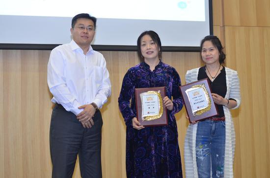 左起:国家图书馆少儿馆馆长王志庚、《沐阳上学记》作者萧萍、浙江文艺出版社宣传主管刘滢
