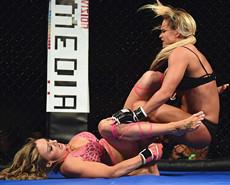 赚钱机器:女子内衣搏击锦标赛
