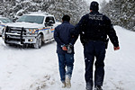 穆斯林难民冰雪中逃离美国