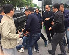 陕西:公交运营首日遭拦截殴打停运