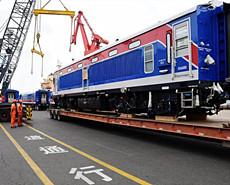 9列国产动车组乘船发往斯里兰卡