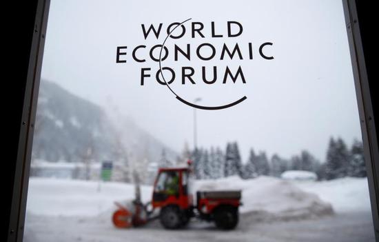 2018年1月21日,瑞士达沃斯,世界经济论坛的标识.REUTERS/