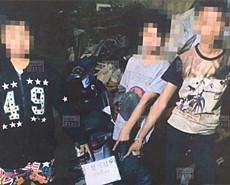 """泰国14岁""""飞车党""""当街抢中国游客"""