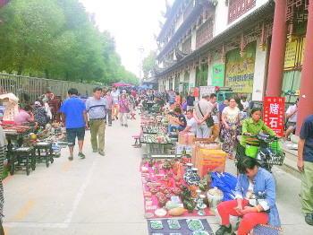 济南北部最大文玩市场抱团取暖