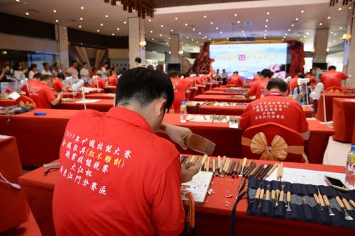 粤木雕能手角逐家具业首个国家技能大赛