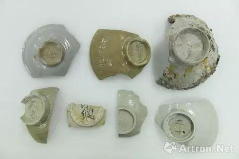 韩国海域发掘的宋元陶瓷,底部印有汉字(韩联社)