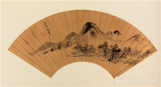 陈岷 云山 水墨金笺本扇页 纵18.8厘米 横54厘米 故宫博物院藏