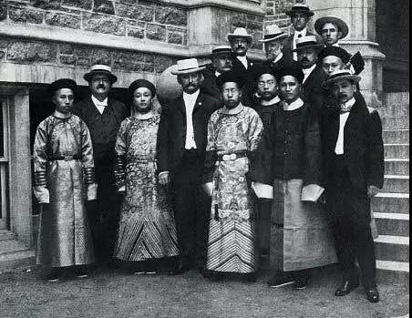 1904年美国圣路易斯博览会中国代表团的首张照片