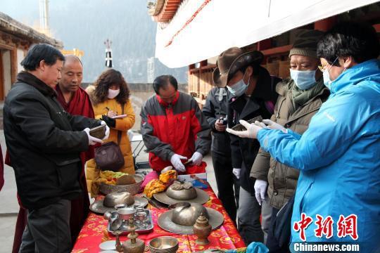 资料图为青海省第一次全国可移动文物普查。青海省文物局供图