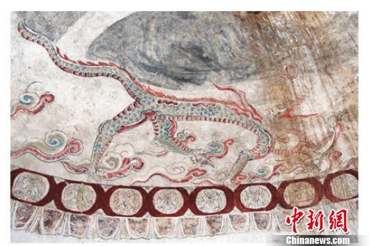 墓室青龙图。 考古研究所提供 摄
