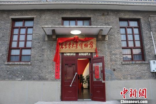 在山西省晋中市昔阳县大寨镇武家坪村,有一座特殊的红色文化博物馆,名为农业学大寨展览馆。说它特殊,是因为它有两个标签,一是由个人创办,二是免费对外开放。 岳润子 摄