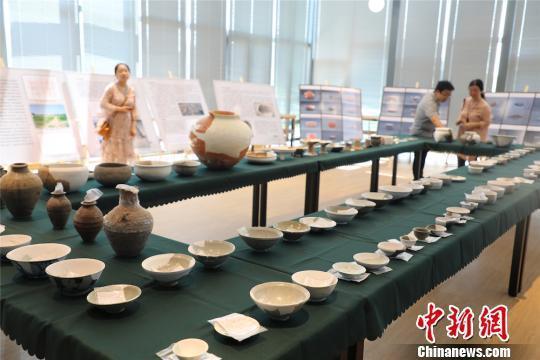 目前考古所修复的文物标本有100余件。 管亦鸣 摄