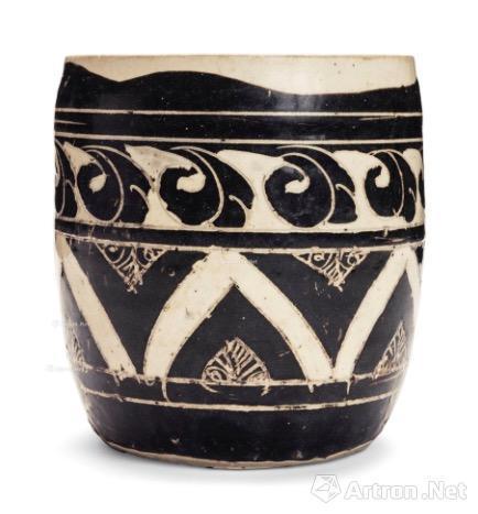 金 磁州窑黑剔花几何纹罐 17.5万美元