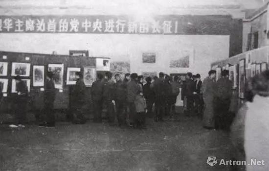 """1979年1月27日,""""十二人��展""""在上海�S浦�^少年�m�_幕"""