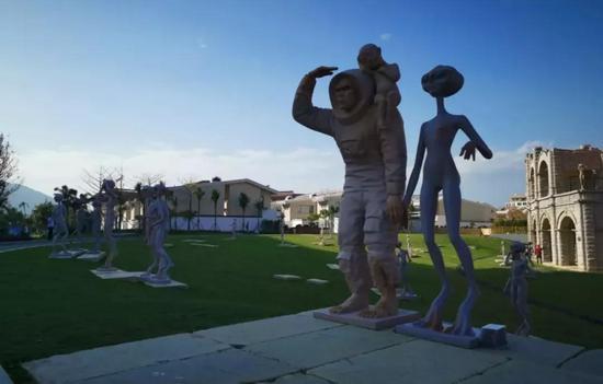 移民外星人布展现场三亚国寿嘉园·逸境艺术中心