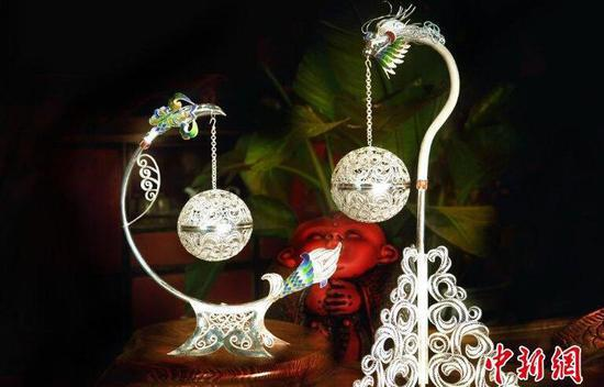 精美的银花丝制品。