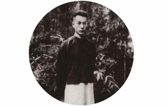 """青年时期的张伯驹先生(据""""微故宫""""公众号)"""